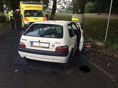 Při nehodě ve Staré Vsi nad Ondřejnicí skončilo vozidlo ve stromě.