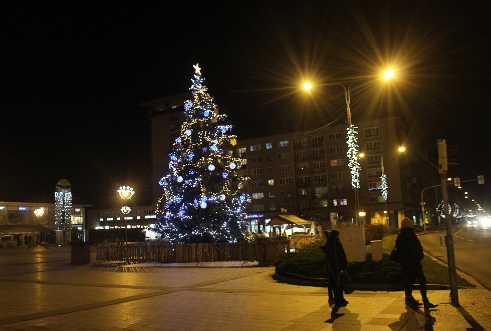 Vánoční výzdoba v centru Havířova. Náměstí republiky.