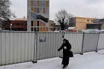 Budování přístavby Divadla loutek Ostrava vrcholí.