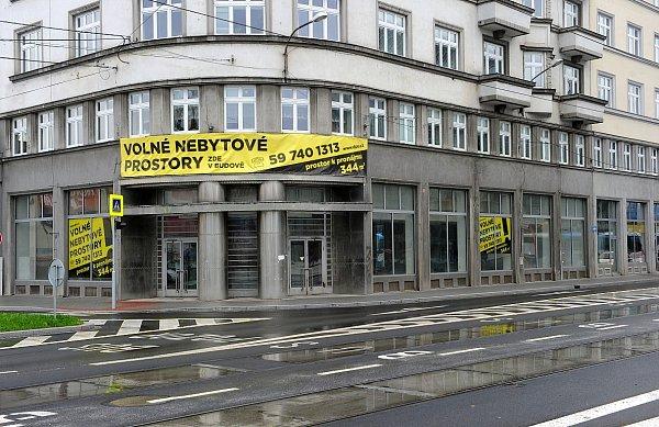 Ještě před revolucí na rohu ulic Poděbradovy a 28.října byla prodejna ovoce a zeleniny Hortex.