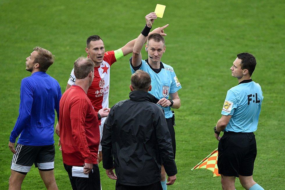 Utkání 29. kola první fotbalové ligy: FC Baník Ostrava - SK Slavia Praha, 10. června 2020 v Ostravě. Žlutá karta.