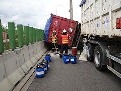 Zásah hasičů na dálnici.