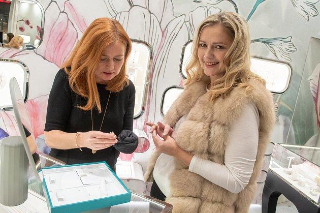 Historicky nejoblíbenější česká miss Monika Žídková se zúčastnila otevření klenotnictví Halada vAvion shopping parku vOstravě.