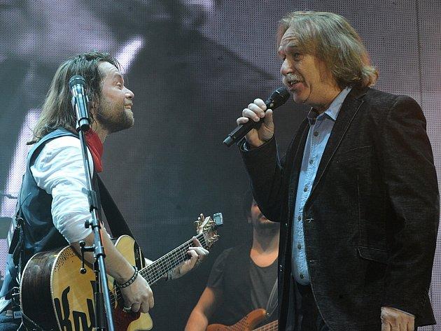 Koncert skupiny Kryštof sjejím frontmanem Richardem Krajčem a speciálním hostem Jaromírem Nohavicou přilákal tisíce fanoušků