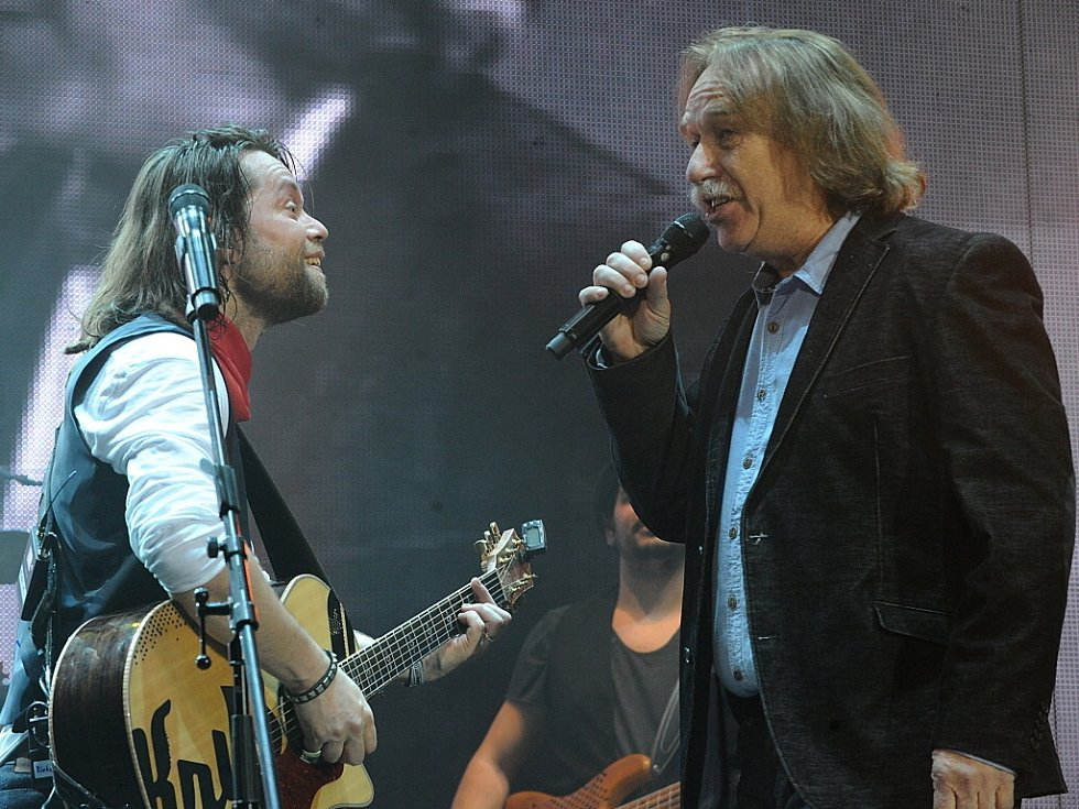 Koncert skupiny Kryštof s jejím frontmanem Richardem Krajčem a speciálním hostem Jaromírem Nohavicou přilákal tisíce fanoušků