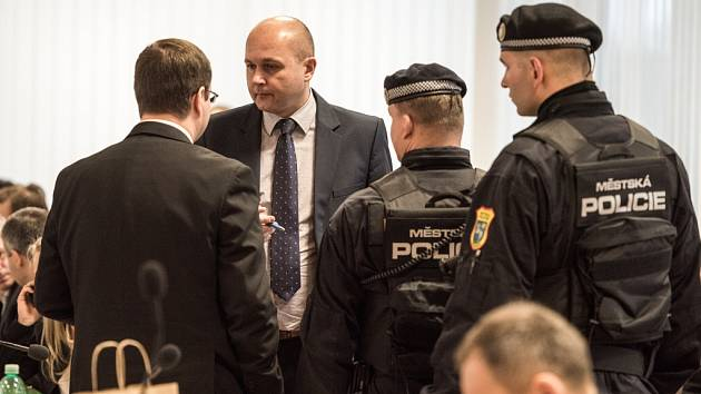 Na posledním zasedání zastupitelů městského obvodu Ostrava-Jih v loňském roce bylo v budově radnice pořádně dusno.