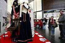 """V Ostravě jsou nyní k vidění kostýmy, které si """"zahrály"""" ve známých filmech a pohádkách."""