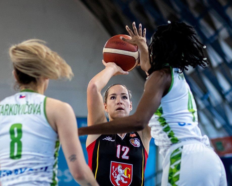 Utkání 12. kola Ženské basketbalové ligy: SBŠ Ostrava - Sokol Hradec Králové, 3. ledna 2021 v Ostravě. Klára Marečková z Hradce Králové.
