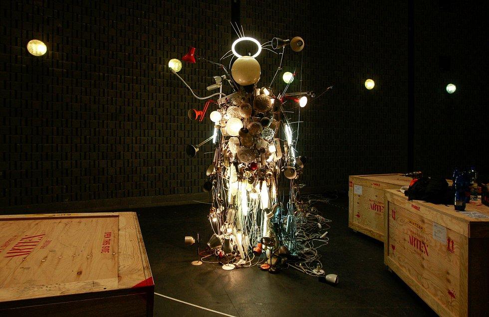 Výstava v Gongu - Krištof Kintera Světelný samuraj