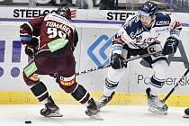 Utkání 22. kola hokejové extraligy: HC Vítkovice Ridera - HC Sparta Praha, 27. listopadu 2019 v Třinci. Na snímku (zleva) David Tomášek a Nicolas Werbik.