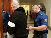 Muž, který v autě bodl svou družku, odešel od soudu se sedmiletým trestem.