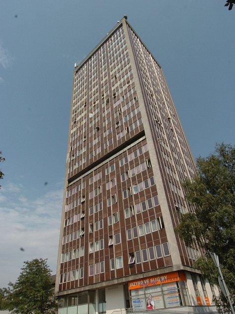 Nejvyšší dům v Ostravě, známý jako věžák, by mohl být srovnán se zemí.