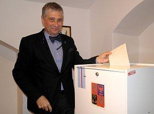 Lídři krajské ČSSD a hnutí ANO u volebních uren