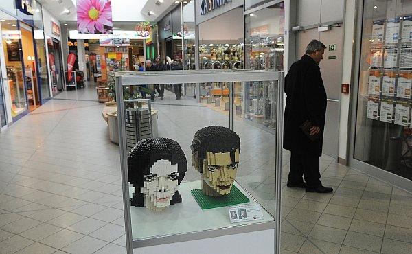 Výstavu soch zoblíbené dětské stavebnice připravil vostravském Futuru tým společnosti Lego.