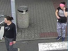 Ženy na záběrech kamery.
