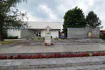 Památník životické tragédie je věnován obětem nacistické likvidační akce, která proběhla 6. srpna 1944.
