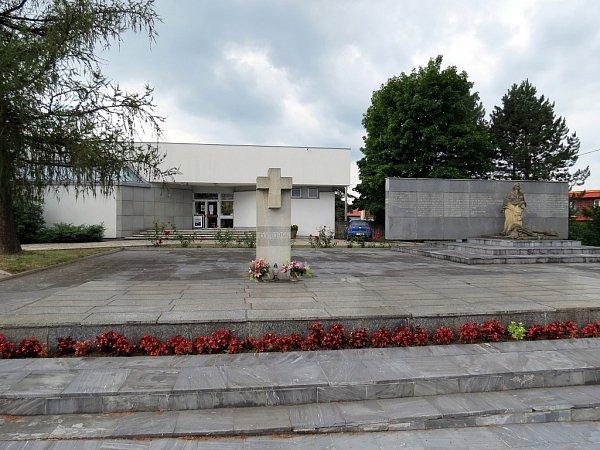Památník životické tragédie je věnován obětem nacistické likvidační akce, která proběhla 6.srpna 1944.