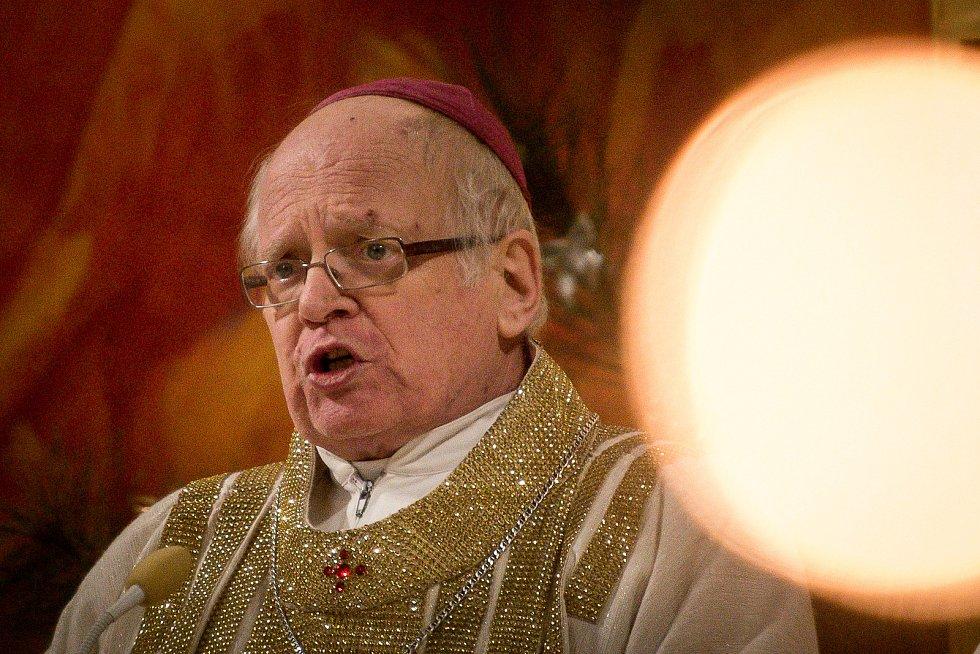 Půlnoční pontifikální mše sv. v katedrála Božského Spasitele, 24. prosince 2018 v Ostravě. Na snímku Biskup František Václav Lobkowicz.