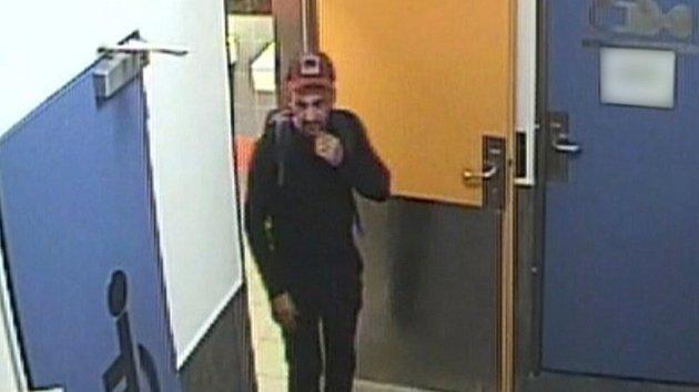 Rafinovaný zloděj se nechal zamknout v nákupním centru