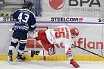Utkání 16. kola hokejové extraligy: HC Vítkovice Ridera - HC Oceláři Třinec, 15. února 2021 v Ostravě. (zleva) Filip Pyrochta z Vítkovic a Tomáš Marcinko z Třince.