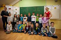 Základní škola a Mateřská škola Opavská 350, Velká Polom, žáci 1.C s třídní učitelkou Petrou Neshodovou a asistentkou Simonou Štamberovou