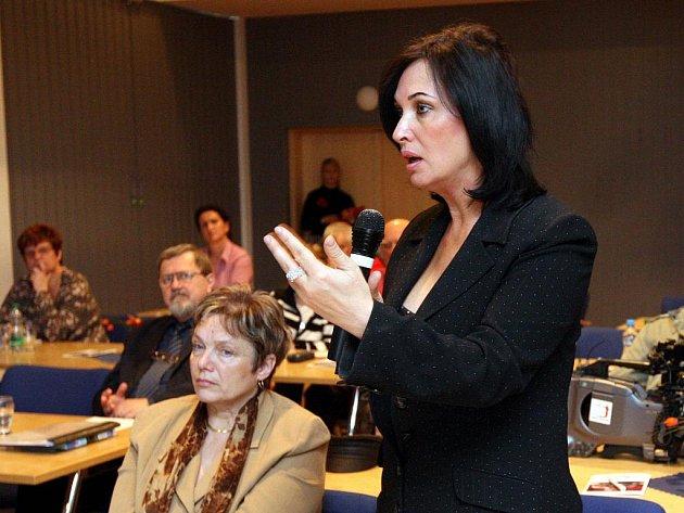 Ovlivnila deregulace nájemní bydlení v Moravskoslezském regionu? Na tuto otázku hledali odpověď účastníci středeční konference v ostravském kulturním domě K-Trio, například třinecká starostka Věra Palkovská.
