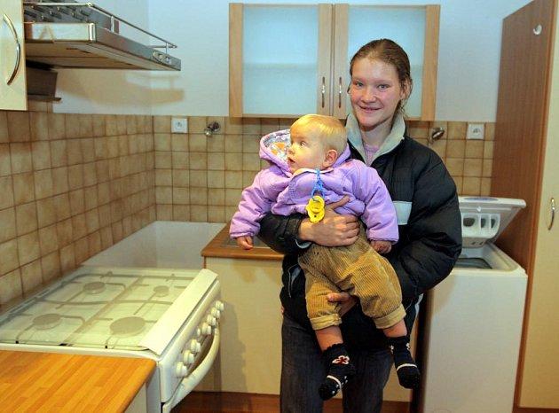 Michaela Slavíková, malý Liborek a její druh Libor se nastěhovali do nového bytu. Liborkovi se v kuchyni velice líbila digestoř