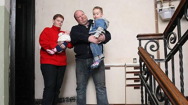 Byt manželů Nikliborcových z Ostravy-Přívozu zpustošil minulý týden požár. Ze dne na den přišla rodina se dvěma malými dětmi o všechen majetek.