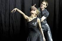 Z hlavní zkoušky baletu Spor aneb Dotyky a spojení.