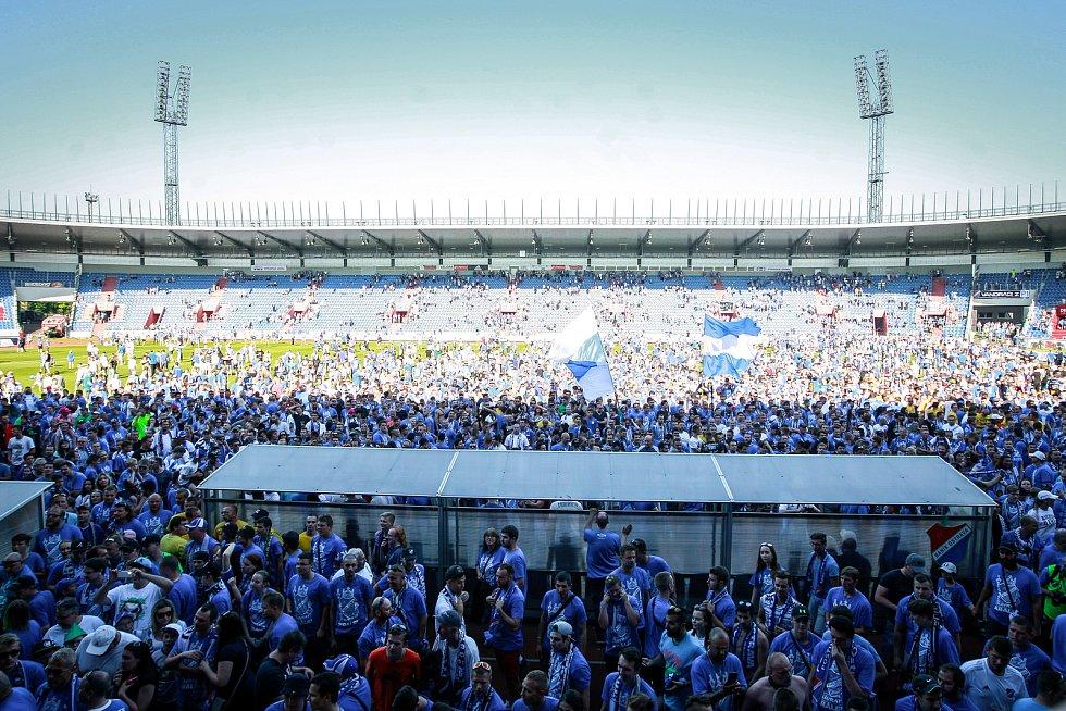FC Baník Ostrava - 1.SC Znojmo. Postup do 1. ligy fanoušci oslavovali na hřišti společně s baníkovskými hráči