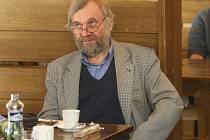 Divadelní kritik, publicista a vysokoškolský pedagog Vladimír Just na jednom ze seminářů na festivalu Ost-ra-var.