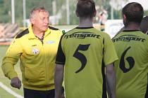 Po třech a půl sezonách skončil na lavičce Jakubčovic trenér Alois Tomeček, který s týmem takto slavil, v červnu loňského roku, triumf v krajské části poháru FAČR.