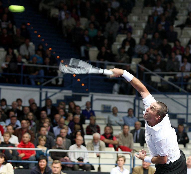Více než šest tisíc diváků sledovalo ve vítkovické ČEZ Aréně se zatajeným dechem souboj tenisových legend.