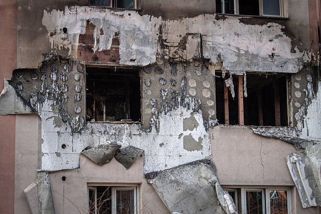 Panelový dům na ulici Provaznická den po explozi, 25.února 2021vOstravě.