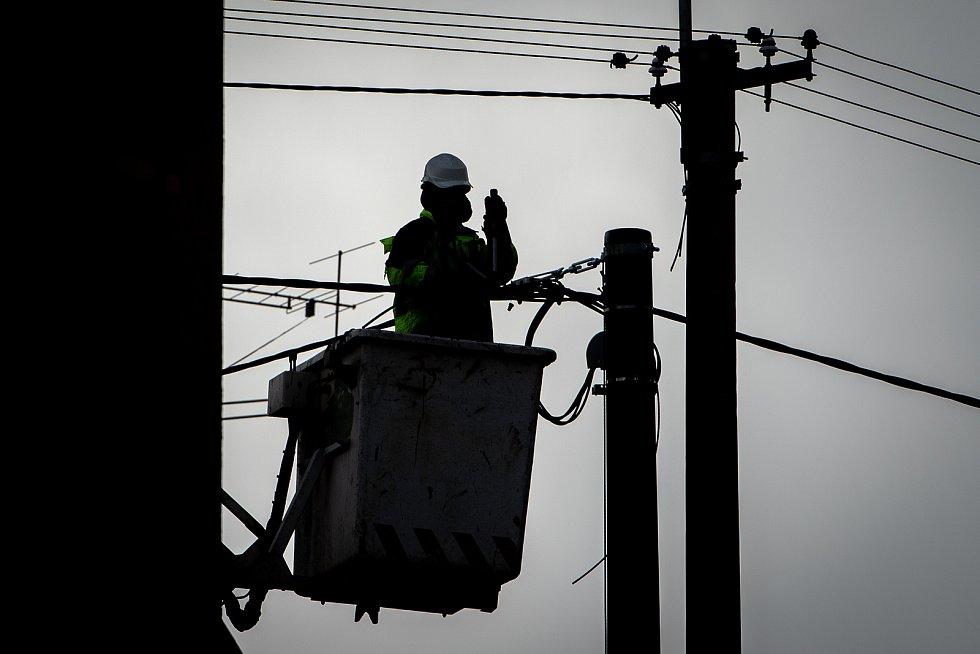Energetici odstraňují následky silného větru, 11. března 2019 v Ostravě.