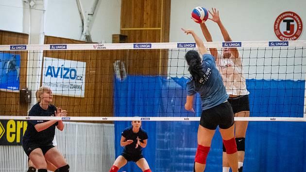 Volejbal ženy - trénink TJ Ostrava, 22. srpna v Ostravě.