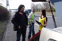 Hodný passat začal odměňovat řidiče, kteří jezdí podle předpisů a mají v pořádku povinnou výbavu.