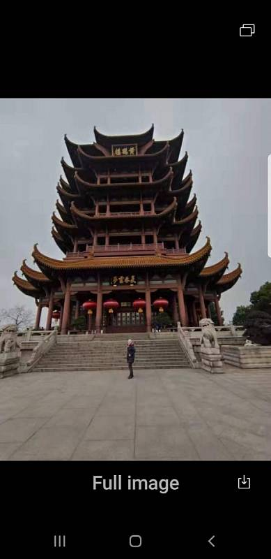 Wu-chan patří mezi nejmodernější města v Číně. Nyní se tam ale bez roušky nevyplatí vycházet ven, což dobře ví i Daniel Pekárek. Další snímky jsou z rodinných alb.