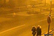 Kamery zachytily podezřelou skupinku.