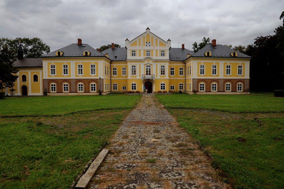 Barokní zámek Nová Horka u Studénky má zpátky svou noblesu a krásu.