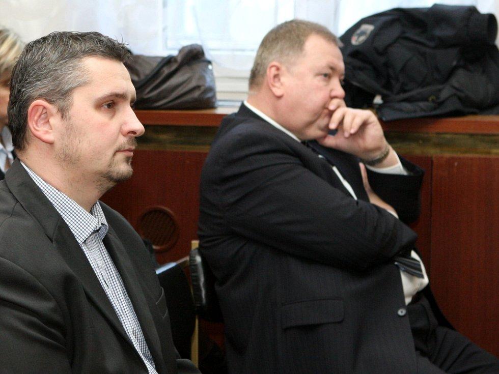 Krajský soud v Ostravě zprostil obžaloby osm bývalých manažerů Českomoravské družstevní spořitelny (ČMSD).
