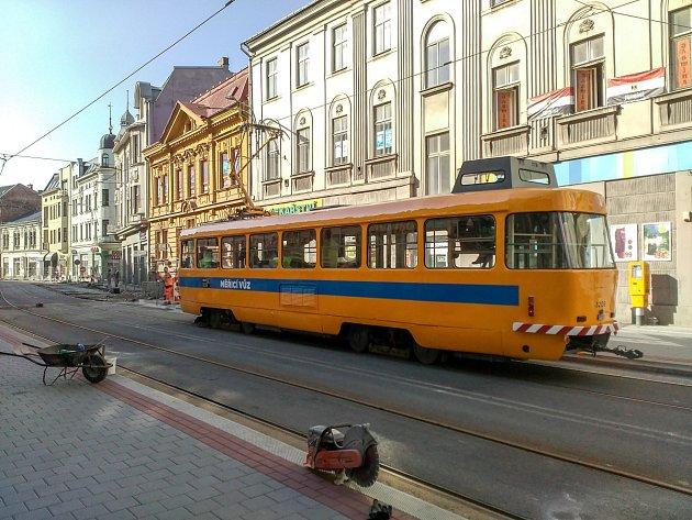 Nádražní už brázdí zkušební tramvaje.