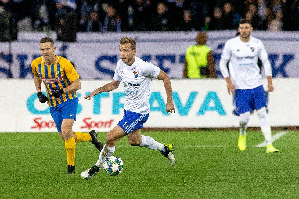 Utkání 18. kola fotbalové Fortuna ligy: FC Baník Ostrava - SFC Opava, 29. listopadu 2019 v Ostravě. Na snímku (uprostřed) Nemanja Kuzmanovič.