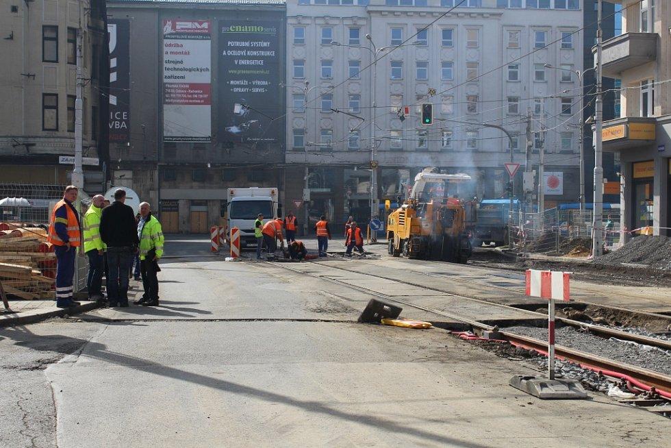 Práce v Nádražní ulici v centru Ostravy, pondělí 4. dubna 2016.