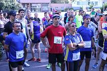 Šedesátka běžců vyrazila v sobotu 2. října na trať oblíbeného silničního běhu Zlatý podzim, jehož trasa vede okolím Vratimova s krásnými výhledy na Beskydy.