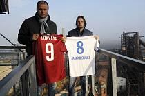 FOTBALOVÉ LEGENDY Baníku a Sparty rozzáří dnes Ostravu. Halový exhibiční zápas začíná na zimním stadionu v Porubě od 17 hodin. Velkými postavami utkání jsou i dva bývalí skvělí reprezentanti Marek Jankulovski a Vratislav Lokvenc.