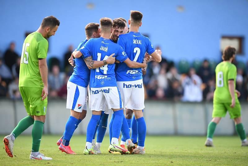 Fotbalisté Baníku Ostrava vyhráli středeční utkání 3. kola MOL Cupu na hřišti třetiligového Vltavína 5:2 po prodloužení.