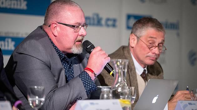 Martin Gebauer (vlevo) nedal lidem moc dobrý příklad. Hejtman Ivo Vondrák to nechtěl komentovat.