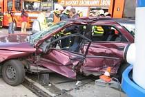 Nehoda tramvaje a osobního auta na Závodní ulici v Ostravě-Vítkovicích