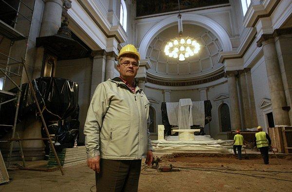 Půldruhého měsíce uplynulo od zahájení velké komplexní rekonstrukce katedrály Božského Spasitele vcentru Ostravy. Proměnila se vjedno velké staveniště.